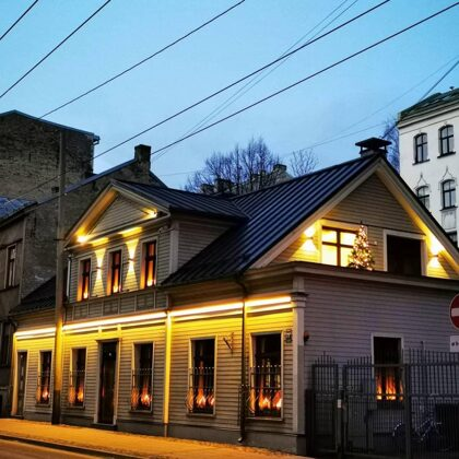"Fasādes Apgaismojums ""Latvijas Kristīgais Radio"""