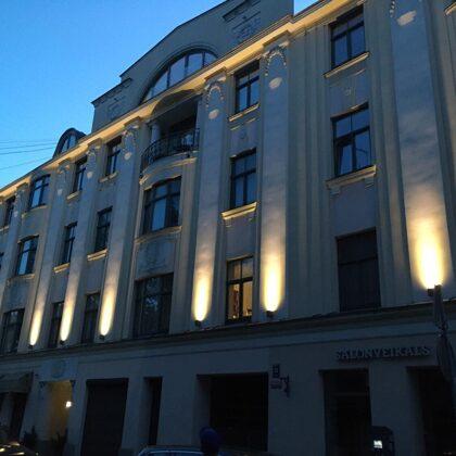 Fasādes apgaismojums Strēlnieku ielā 13